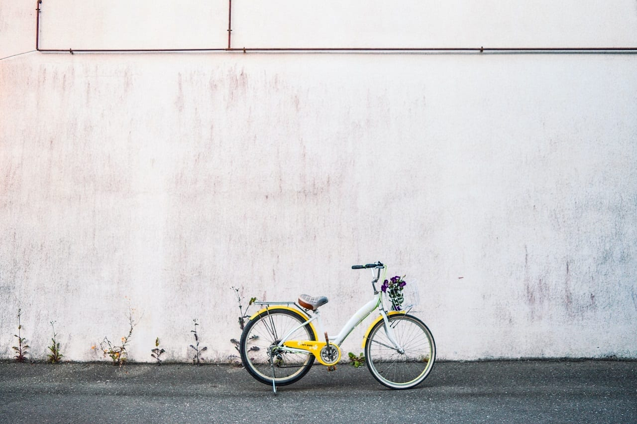 yellow cruiser bike parked on road side