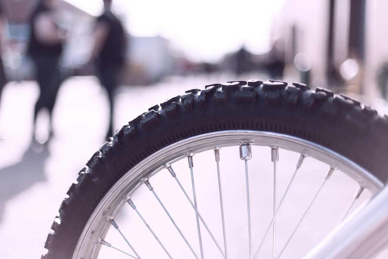 studded bike tires featured image