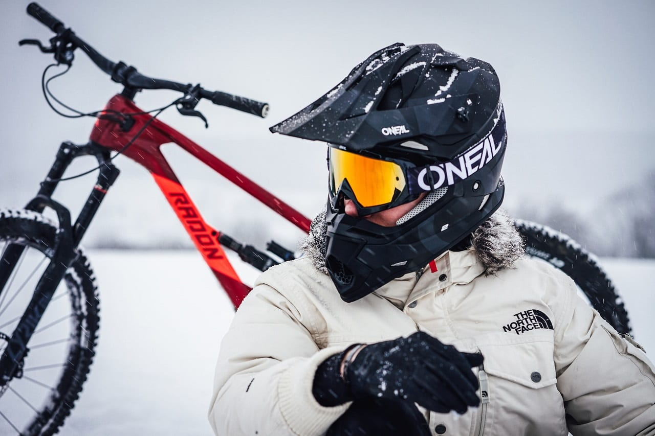 winter cycling gloves featured image