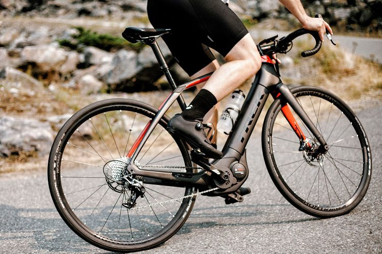 What Are The Differences Between Road And Mountain Bikes?