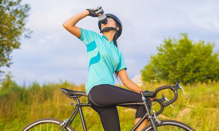 HOW MUCH WATER SHOULD I DRINK WHILE RIDING?