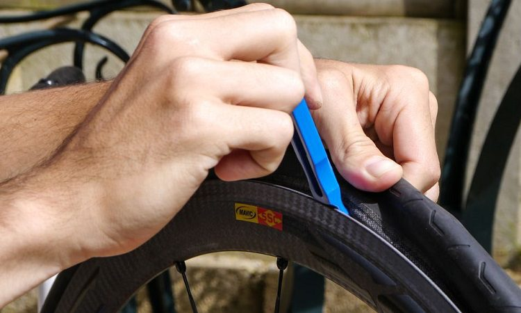 What kind of tubes do road bikes use?
